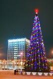 Gomel, Bielorrusia, el 29 de diciembre de 2006: Árbol de abeto de la Navidad en el cuadrado de Lenin Imagenes de archivo