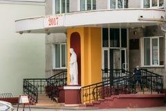 Gomel, Bielorrusia El muchacho deja a niños el ` s escuela musical de artes Foto de archivo