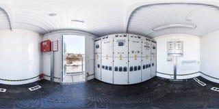 GOMEL, BIELORRUSIA - FEBRERO DE 2017: el panorama inconsútil completo 360 grados pesca con caña en escudo de alto voltaje interio imagen de archivo