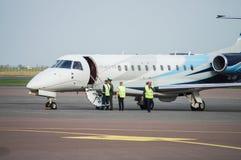 Gomel, Gomel lotnisko Białoruś, Oct, - 01, 2016: Embraer spadek 60 Obraz Royalty Free