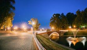 Gomel, Homiel, Bielorrusia Panorama de fluir del canal del arroyo del parque Foto de archivo libre de regalías