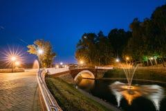 Gomel Homiel, Vitryssland Panorama av parkerar att flöda för vattendragkanal Arkivbild