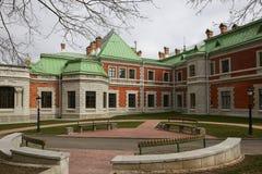 Gomel region, Zhlobin område, RÖD BANK för BY, Vitryssland - mars 16, 2016: Det Gatovsky säterit är en monument av slottarkitektu Royaltyfria Foton