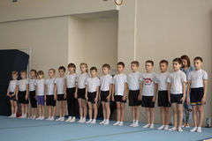 Gomel Vitryssland - April 30, 2016: sportar bland bördig fristil 2005-2006 för pojkar och för flickor Slott av vattensportar Arkivbilder