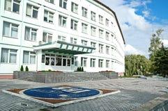 Gomel Vitryssland, AUGUSTI 22, 2006: Fasad av institutet av radiologi Blomma garneringen Royaltyfria Foton