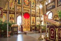 GOMEL VITRYSSLAND - AUGUSTI 8, 2014: Ortodox kristen kyrka inom royaltyfria bilder