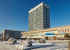 Gomel Vitryssland - JANUARI 24, 2018: Den huvudsakliga stolpen - kontorsbyggnad på den Lenin avenyn Arkivfoton