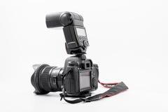 GOMEL VITRYSSLAND - Maj 12, 2017: Canon 6d kamera med linsen på en vit bakgrund Canon är manufacturen för kameran för världs` s d Royaltyfri Foto