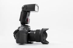 GOMEL VITRYSSLAND - Maj 12, 2017: Canon 6d kamera med linsen på en vit bakgrund Canon är manufacturen för kameran för världs` s d Royaltyfri Fotografi