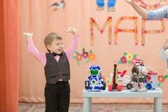Gomel Vitryssland - mars 2, 2017: en stor festkonsert i dagiset som är hängivet till tillfället av mars 8 Royaltyfria Bilder