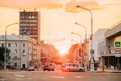 Gomel, Weißrussland Ansicht von Lenin-Allee mit Verkehr, gehend zu Leni Stockfoto
