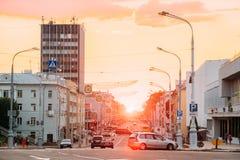 Gomel, Weißrussland Ansicht von Lenin-Allee mit Verkehr, gehend zu Lenin-Quadrat Lizenzfreies Stockfoto