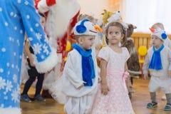 Gomel, Weißrussland - 22. Dezember 2016: Neues Jahr ` s Feiertag für Kinder im Kindergarten Kinder 3 - 4 Jahre Stockfotos