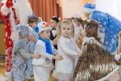 Gomel, Weißrussland - 22. Dezember 2016: Neues Jahr ` s Feiertag für Kinder im Kindergarten Kinder 3 - 4 Jahre Stockfoto
