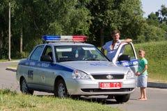 Gomel, Weißrussland - 4. Juli 2013: Verkehr auf dem Maschinensteuerverkehr herausgegebener Geldstrafenstraftäter Stockfotos