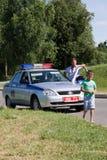 Gomel, Weißrussland - 4. Juli 2013: Verkehr auf dem Maschinensteuerverkehr herausgegebener Geldstrafenstraftäter Stockfoto