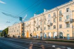 Gomel, Weißrussland Leute, die in Lenin-Allee in Sunny Summer Day gehen Stockfotografie