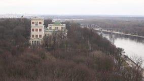 Gomel, Weißrussland - 23. März 2016: Palast des Rumyantsev-Paskevichstadtparks in Gomel, stock video
