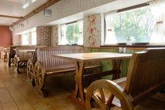 Gomel, Weißrussland - 9. Mai: niedrige RANCH-Rest Café VORSTADTSORGFALT am 9. Mai 2014 Gomel, Weißrussland Stockfoto