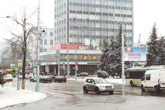 GOMEL, WEISSRUSSLAND - 19. Januar 2018: Handeln Sie Verkehr auf der Straße im internationalen Winter Lizenzfreie Stockbilder