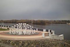 GOMEL, WEISSRUSSLAND - 29. MÄRZ 2017: Ansicht des Sosch-Fluss-Dammes Stockbilder