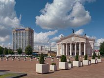 GOMEL, WEISSRUSSLAND - 15. MAI 2019: Lenin-Quadrat Theater und Post lizenzfreies stockfoto