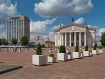 GOMEL, WEISSRUSSLAND - 15. MAI 2019: Lenin-Quadrat Theater und Post lizenzfreie stockfotos