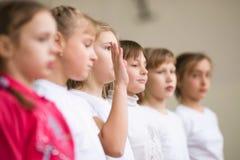 GOMEL, WEISSRUSSLAND - 25. November 2017: Freistilwettbewerbe unter jungen Männern und Frauen im Jahre 2005-2007 Im Programm, in  Lizenzfreie Stockfotos