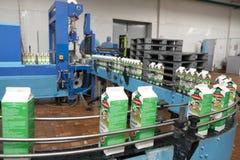 GOMEL, WEISSRUSSLAND - 22. September 2011: Mähdrescher für die Verarbeitung von Milch Maschinen, Mechanismen und Ausrüstung Lizenzfreie Stockfotografie