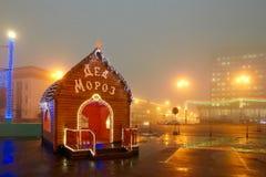 Gomel, Wit-Rusland - December 28, 2017: Nieuwjaar` s verlichting in het belangrijkste vierkant van de stad Kleine architecturale  Royalty-vrije Stock Afbeelding