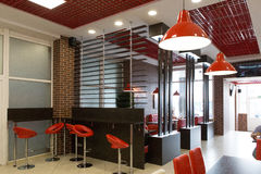 Gomel, Wit-Rusland - 31 Juli, 2015: Fast-food keten Hamburgermeester, Stationvierkant 1, royalty-vrije stock afbeelding