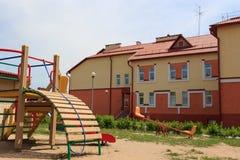 Gomel, Wit-Rusland - Juni 3, 2015: Nieuwe die kleuterschool in agro-stadsrood wordt geopend Royalty-vrije Stock Foto