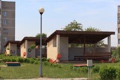 Gomel, Wit-Rusland - Juni 3, 2015: Nieuwe die kleuterschool in agro-stadsrood wordt geopend Stock Afbeeldingen