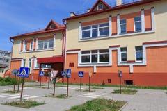 Gomel, Wit-Rusland - Juni 3, 2015: Nieuwe die kleuterschool in agro-stadsrood wordt geopend Royalty-vrije Stock Afbeelding