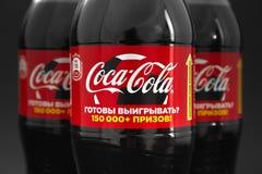GOMEL, WIT-RUSLAND - Juni 8, 2018: Sprankelend drink KOLA Nul op een zwarte achtergrond royalty-vrije stock fotografie