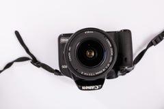 GOMEL, WIT-RUSLAND - 23 Maart 2017: Camera CANON 450d met een lensuitrusting 18-55 mm Royalty-vrije Stock Afbeeldingen