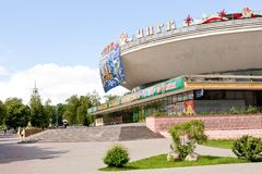 Gomel, Wit-Rusland, 18 MEI, 2010: circus die op Sovetskaya-Straat voortbouwen Gebouwd in 1972 Het project van de bouw was voorgen Royalty-vrije Stock Foto's