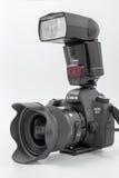 GOMEL, WIT-RUSLAND - Mei 12, 2017: De camera van Canon 6d met lens op een witte achtergrond Canon is de wereld` s grootste SLR ca Royalty-vrije Stock Foto