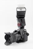 GOMEL, WIT-RUSLAND - Mei 12, 2017: De camera van Canon 6d met lens op een witte achtergrond Canon is de wereld` s grootste SLR ca Stock Afbeeldingen