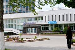 Gomel, Wit-Rusland, 18 MEI, 2010: Het belangrijkste postkantoor die op de Weg van Lenin voortbouwen Stock Foto