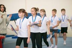 GOMEL, WIT-RUSLAND - 25 November 2017: Vrij slagcompetities onder jonge mannen en vrouwen in 2005-2007 In het programma, de tramp Stock Fotografie