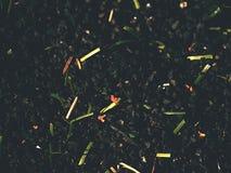 Gomma cruda del tappeto erboso di calcio di inverno Vista del primo piano del campo di erba artificiale sul campo da giuoco di ca Fotografie Stock Libere da Diritti