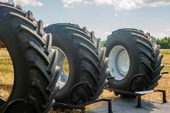 Gomma di automobile Camion di gomma nero Tiro Fondo di gomma di struttura immagini stock libere da diritti