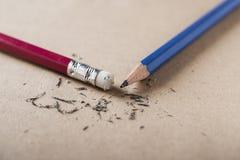 Gomma ed errore con il concetto affilato della matita fotografia stock