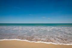 Gomma piuma sulla sabbia Fotografia Stock Libera da Diritti