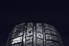 Gomme di automobile economiche in consumo di carburante di estate con le goccioline di acqua Fotografia Stock Libera da Diritti