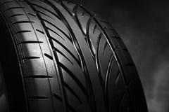 Gomme di automobile su un fondo scuro Immagine Stock Libera da Diritti