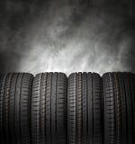 Gomme di automobile su un fondo scuro Fotografia Stock