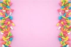Gommeux concerne le fond rose Photographie stock