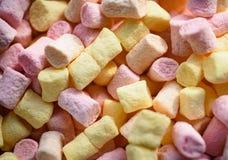 Gommeux et pelucheux Soufflé de guimauve avec la saveur douce Recette de guimauve avec du sucre et la gélatine Casse-croûte doux photo libre de droits